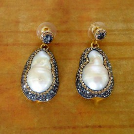 http://lindasilverdesigns.com/shop/1692-thickbox_default/decorative-fresh-water-pearl-earrings.jpg