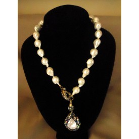 http://lindasilverdesigns.com/shop/1721-thickbox_default/baroque-heart-shaped-pearl-necklace.jpg
